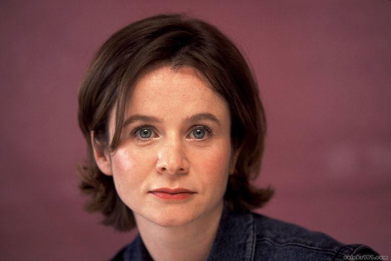 Photo of Emily Watson and her 2017 clean make up style, products & tips