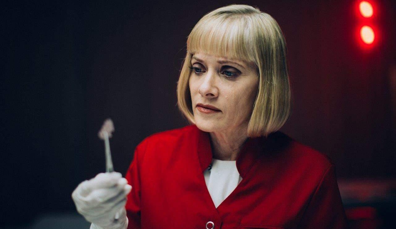 Barbara Crampton in Replace.